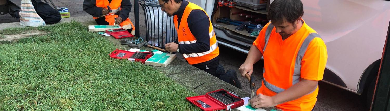Formation sur le terrain: Frappe d'étiquettes d'identification des câbles fibre optique